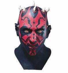 Fabricada en látex de alta calidad, de asombroso realismo. Adaptable a la cabeza. No necesita gomas. Producto Oficial Lucasfilm.