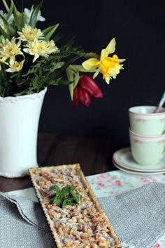 Leckere Walnuss Karamell Tarte.Knuspriger Mürbeteig mit knackigen Nüssen,umhüllt von cremigem Karamell.  Walnut Caramel Tarte! Rezept hier: http://sasibella.blogspot.de/
