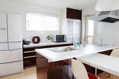キッチン背面収納リフォームをするなら必見!使いやすい背面収納はこう作る | リフォーム費用・価格・料金の無料一括見積もり【リショップナビ】 Corner Desk, Kitchen, Table, Furniture, Home Decor, Yahoo, Corner Table, Cooking, Decoration Home