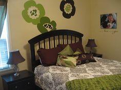 Bold bedroom idea! danettedesigns4u.uppercaseliving.net #bedroomdecor #flowers #vinyl