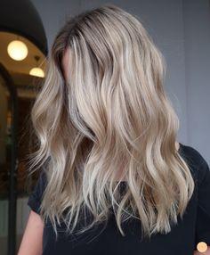 Beach Blonde Hair, Beach Hair, Balayage Ombré, Balayage Hair Blonde, Gorgeous Hair Color, Hair Looks, Hair Inspiration, Curly Hair Styles, Hair Makeup