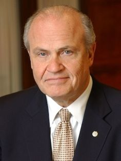 Fred Thompson, with larger-than-life persona, dies at 73