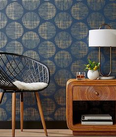Shop Cross Hatch Circles Gold and Navy Wallpaper. Thin brushstrokes paint a full circle design with slight faded effect. Hand-printed exclusively by Hygge and West for gold and navy wallpaper adds graphic interest to the entry or as statement wall. Accent Wallpaper, Navy Wallpaper, Black And White Wallpaper, Modern Wallpaper, Designer Wallpaper, Wallpaper Ideas, Interior Design Wallpaper, Living Room Wallpaper Accent Wall, Wallpaper Designs For Walls