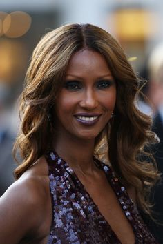 American Ballet Theatre Hosts The 2009 Fall Gala - Arrivals In This Photo: Iman Model Iman attends the American Ballet Theatre 2009 Fall Gala at Avery Fisher Hall, Lincoln Center on October 2009 in New York City. Iman Mohamed Abdulmajid is a. Iman Model, Iman And David Bowie, Iman Cosmetics, American Ballet Theatre, Dark Lipstick, Dark Skin Makeup, African American Women, Cultura Pop, Black Power