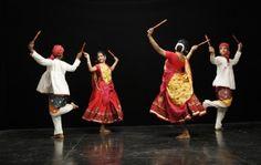 Gujarati+Dandiya+Dance+Culture | Dandiya Sticks Dandiya Dance