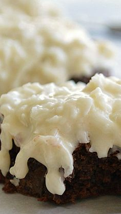 Almond Joy Brownies Recipe ~ These double chocolate-y brownies with a creamy coconut topping are reminiscent of an almond joy.