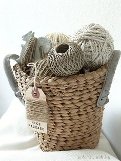 happy again--a textural basket and the texture of string/twine etc. knitting or crocheting yarn. Vintage Accessoires, Do It Yourself Design, Granny Chic, Wabi Sabi, Shabby Vintage, Burlap, Weaving, Pure Products, Crafty