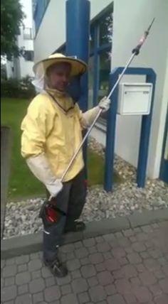 Wespenbekämpfung in voller Montur