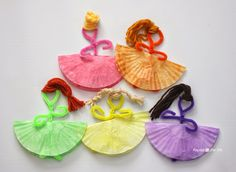 Opening craft? Repeat Crafter Me: Pipe Cleaner and Cupcake Liner Ballerinas