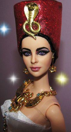 Elizabeth Taylor as Cleopatra Barbie Doll red hat Chic Chic, Vintage Barbie, Ooak Dolls, Art Dolls, Elizabeth Taylor Cleopatra, Barbie Celebrity, Costume Carnaval, Beautiful Barbie Dolls, Doll Repaint