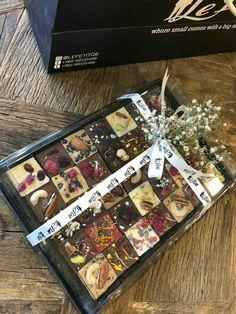 fudge squares presentation by Le Petit Chocolate Navidad, Chocolate Bonbon, Artisan Chocolate, Chocolate Sweets, Chocolate Shop, Chocolate Bark, Chocolate Gifts, Chocolate Truffles, Chocolate Lovers