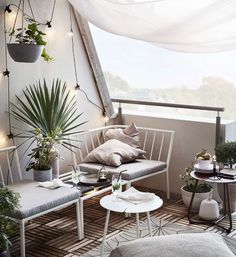 Decorate a small balcony 11 tips Decorate a small balcony 11 tips Small Space Interior Design, Interior Design Living Room, Pallet Furniture, Outdoor Furniture Sets, Outdoor Decor, Patio Deck Designs, Outdoor Living, Living Spaces, Home Decor