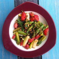Spargelsalat mit Erdbeeren Asparagus, Green Beans, Vegetables, Food, Studs, Essen, Vegetable Recipes, Meals, Yemek