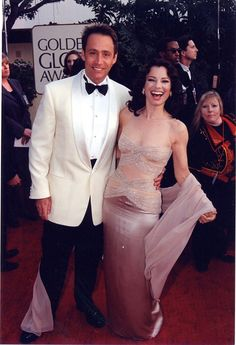 20 Power Couples Who Ruled the Red Carpet at the 1997 Golden Globes Celebrity Couples at the 1997 Golden Globe Awards Celebrity Couples, Celebrity Pictures, Jennifer Aniston, Jennifer Lopez, Fran Fine The Nanny, Fran Dresher, Fran Fine Outfits, Nanny Outfit, Golden Globe Award
