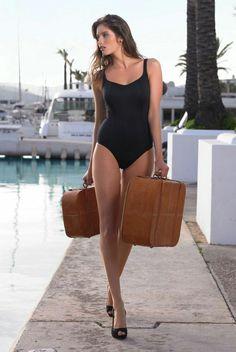 Holly Swimsuit Black (SW0620) by Panache available in Mambra / Jednoczęściowy kostium kąpielowy Holly Black od Panache, z wbudowanym biustonoszem z miękkimi miseczkami dostępny w Mambra.