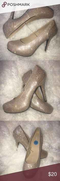 Nicole Sz 10 6' Gold W/Diamond Platform Heels S1 Gorgeous and glittery. Show w/ and w/o flash in pics. 2 inch hidden platform gives support and height. Total lift 6 inches. Glimmer and super sparkly!! Absolutely gorgeous. Brand new never worn. No price tag, size tag attached. Nicole Shoes Heels