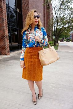 brown suede midi skirt, leopard print pumps, nude tory burch, floral top, preppy style, blue floral top, 70s style, preppy style, leopard and floral, street style, transiting to fall