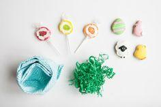 Dinner Napkin Nest for Your Easter Table |  Hen House Linens #napkinfold #easter