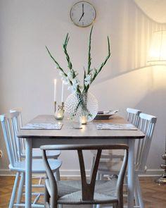 Home of debbie.nu dendardebbie daggvas Svenskt tenn y-stol norrgavel pinnstol Lara Bohinc gladiolus vänskapsknuten matbord matplats table