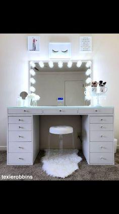 Makeup table vanity walk in closet 40 Ideas Cute Bedroom Ideas, Cute Room Decor, Room Ideas Bedroom, Girl Bedroom Designs, Teen Room Decor, Bedroom Decor, Makeup Room Decor, Makeup Rooms, Vanity Room