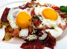 Huevos rotos con jamón serrano | Coren