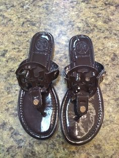 d166d04a0eed50 Tory Burch Miller Dark Brown Patent Leather Sandals Flip Flops Womens Size  6  fashion