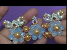 Trama de Pérolas e Cristais Eliene Rodrigues(Chinelo Belo) - YouTube Tutorial Colar, Necklace Tutorial, Pearl Hair, Mother Day Gifts, Fabric Flowers, Hair Accessories, Beaded Bracelets, Beads, Rings