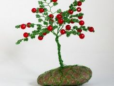 Stromeček štěstí-Podzimní jabloňka Origami, Plants, Red, Origami Paper, Plant, Origami Art, Planets
