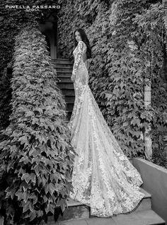 Gli abiti da sposa di Pinella sono disegnati per rendere ancora più speciale il tuo matrimonio. Nei nostri atelier troverai abiti sartoriali disegnati su misura.