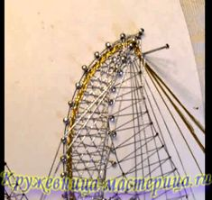 2. Крыло ангела, острый поворот в сеточке. Pin Weaving, Pull Crochet, Bobbin Lace Patterns, Lace Heart, Lace Jewelry, Needle Lace, Lace Making, Lace Detail, Tatting