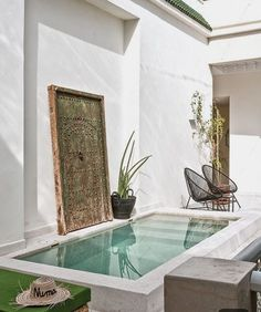 what my home will look like modern Backyard with pool Un riad élégant et contemporain - PLANETE DECO a homes world Small Swimming Pools, Small Backyard Pools, Small Pools, Swimming Pool Designs, Small Garden Jacuzzi, Indoor Jacuzzi, Lap Pools, Indoor Pools, Backyard Privacy