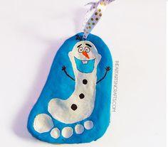 粘土やインクで作る手形足形アートでクリスマスの飾り付け ― 子供の成長を残すメモリアルグッズとして大人気の手形足形アート。今回はそんな手形足形アートのクリスマスバージョンをご紹介。手形足形で作るクリスマスツリーやオーナメント、カードに壁飾り…