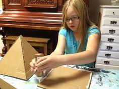 ACTIVITE - Créer une pyramide en carton DIY