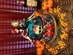 Monster high cake (like the 2 dolls on the top like that)