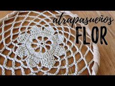 ATRAPASUEÑOS CON FLOR A CROCHET | #JardinDeAtrapasueños | Ahuyama Crochet - YouTube Crochet Squares, Crochet Granny, Dream Catcher Patterns, Doily Dream Catchers, Crochet Dreamcatcher, Crochet Diy, Arts And Crafts, Diy Crafts, Crochet Earrings