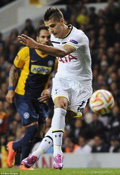 Erik Lamela (Rabona) with finesse. Erik Lamela, Danny Welbeck, Tottenham Hotspur Players, Spurs Fans, Sports Personality, Football Soccer, Ronaldo, Premier League, Fifa