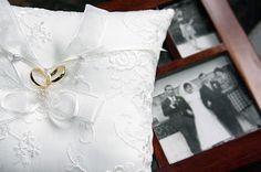 REA Estudio Creativo: detalle de los anillos y las fotos de sus padres !...