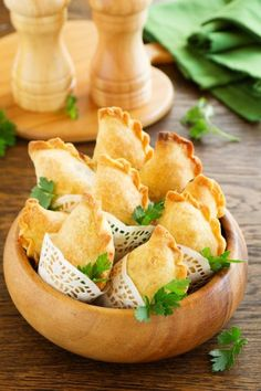 Spanish dumplings: 3 brilliant empanadas recipes for baking - Seafood Recipes Party Finger Foods, Finger Food Appetizers, Great Appetizers, Appetizer Recipes, Snack Recipes, Snacks, Baked Seafood Recipe, Seafood Bake, Seafood Recipes