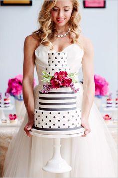 Lunares y rayas. Tortas de boda modernas fotografiada por Alicia Thurston Photography y diseñada por BLoved Events