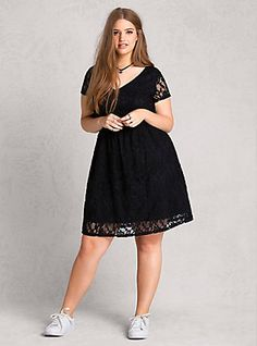 Lace Dress, BLACK. Plus size fashion for curvy engineers.