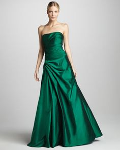 a07372080a3359 Strapless Gathered Taffeta Gown by ML Monique Lhuillier at Neiman Marcus.  Formele Toga