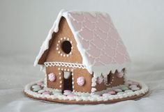 Pastelliset piparkakkutönöt | Pastellipäivä Christmas Gingerbread House, Christmas Snacks, Christmas Home, Christmas Holidays, Christmas Crafts, Christmas Decorations, Xmas, Fondant, Christmas Time Is Here