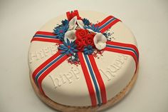 17e mei taart Norwegian Food, Norwegian Recipes, Let Them Eat Cake, Beautiful Cakes, Norway, Cupcake Cakes, Christmas Bulbs, Food And Drink, Birthday Cakes