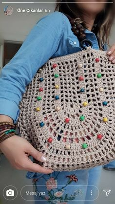 Lovely handbag new look for girls Crochet Clutch Bags, Crochet Backpack, Crochet Scrubbies, Knitted Washcloths, Crochet Shell Stitch, Bead Crochet, Crochet Designs, Crochet Patterns, Vintage Crochet