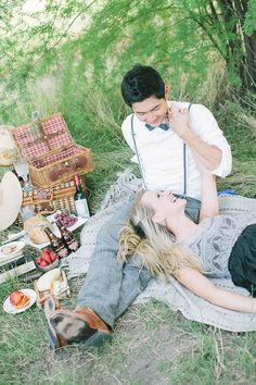 photo engagement ideas  So many more engagement ideas http://www.weddingchicks.com/2013/09/19/vintage-picnic-engagement-session/