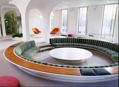 In architect Eero Saarinen completed his design for the Mid-Century Modern Miller House. Commissioned by the industrialist J. Irwin Miller and his wife Xenia. Mid-century Interior, New Interior Design, Interior Architecture, Futuristic Interior, Design Interiors, Lounges, Living Room Designs, Living Spaces, Conversation Pit