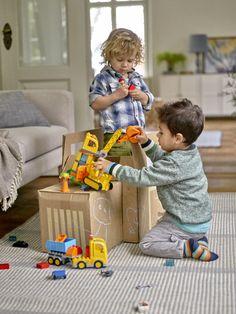 Kleinkinder spielen mit LEGO DUPLO 10813 Grosse Baustelle https://www.spielzeug24.ch/ki/Duplo-Baustelle-6335918.html