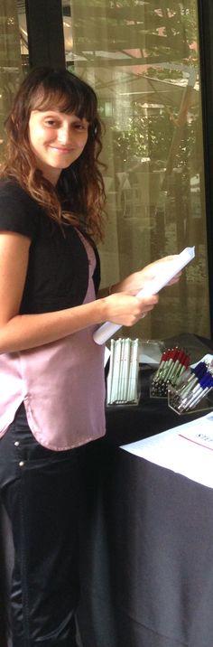 Elisa Bolgeri predispone il materiale per l'apertura della giornata.