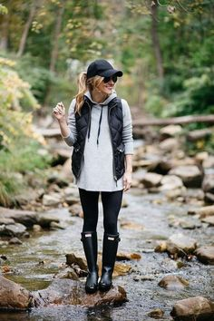 what to wear on a casual day outfit rainy day outfit idea hunter boots outfit baseball cap fall layering hunter boots matte rain boots grey hoodie and leggings outfit The post What to Wear When You Just cant appeared first on Casual Outfits. Autumn Fashion Casual, Fall Fashion Trends, Casual Fall, Winter Fashion, Preppy Fall, Fashion Ideas, Spring Fashion, Casual Boots, Rainy Day Fashion