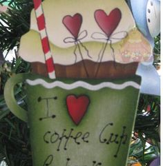 Aplique Cupcake em Madeira by Deb Antonick * Pintado á mão por Bé Baptista * Med. Aprox: 15x5